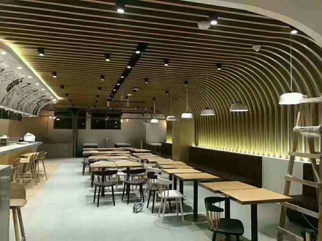 餐厅弧形铝方通造型