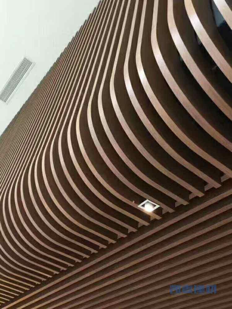 波浪形木纹铝方通下地弧形转弯细节