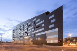 MacAllen大厦公寓外墙条形单板设计