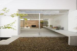 巴西圣保罗立方体住宅--大厅安装条扣铝板