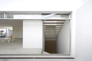 巴西圣保罗立方体住宅--地下室酒窖
