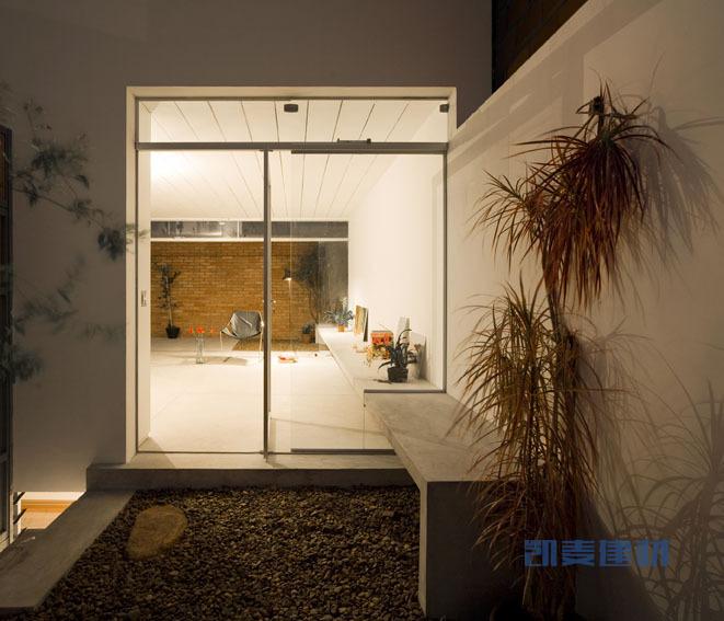 巴西圣保罗立方体住宅--花园