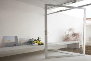 巴西圣保罗立方体住宅--白色铝合金门窗