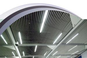 车站安装铝挂片通风吊顶