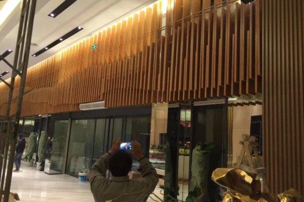 济南南全福东区售楼部门头铝方通完成安装