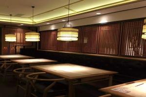 高级餐厅中式仿木纹铝花格
