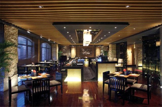 饭馆餐厅木纹铝方通吊顶