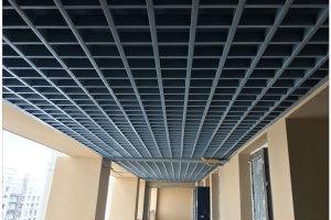 走廊安装黑色铝格栅