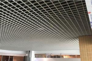 大型楼盘公共区域安装铝格栅吊顶
