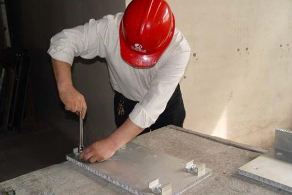 石材蜂窝板背部铝挂件的安装