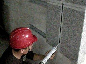 耐候密封胶一定要与石材蜂窝板进行抗污性试验