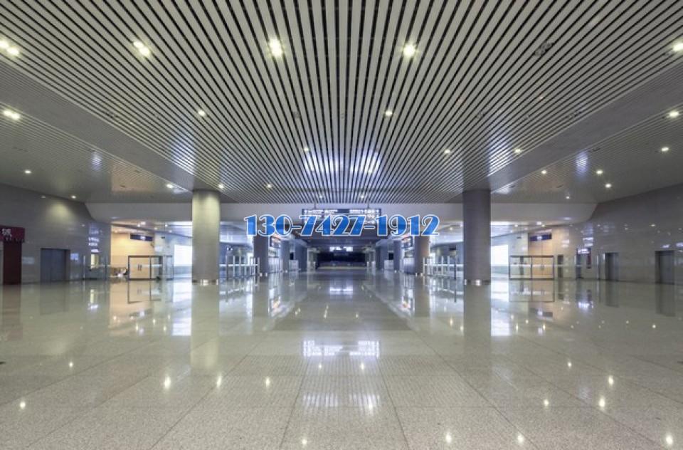 天津滨海火车站室内铝条扣吊顶