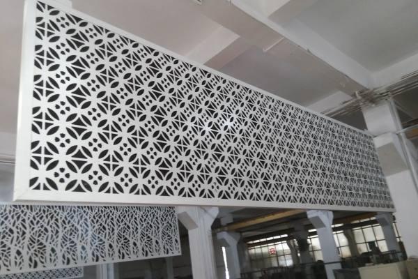 白色铜钱造型雕刻铝单板