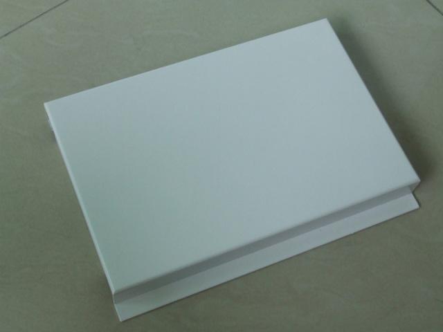 白色勾搭铝单板正面