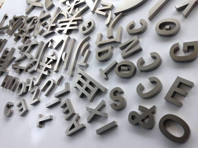 激光雕刻铝板字