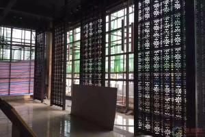 商场菊花图案镂空铝屏风