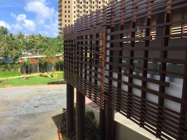 外墙立面木纹铝格栅整体视角