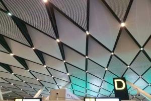 机场铝方通吊顶棱形排布