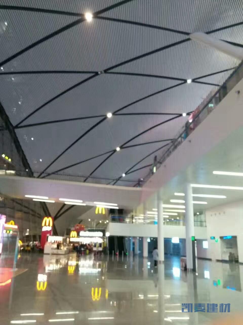 机场过道铝方通吊顶弧形安装