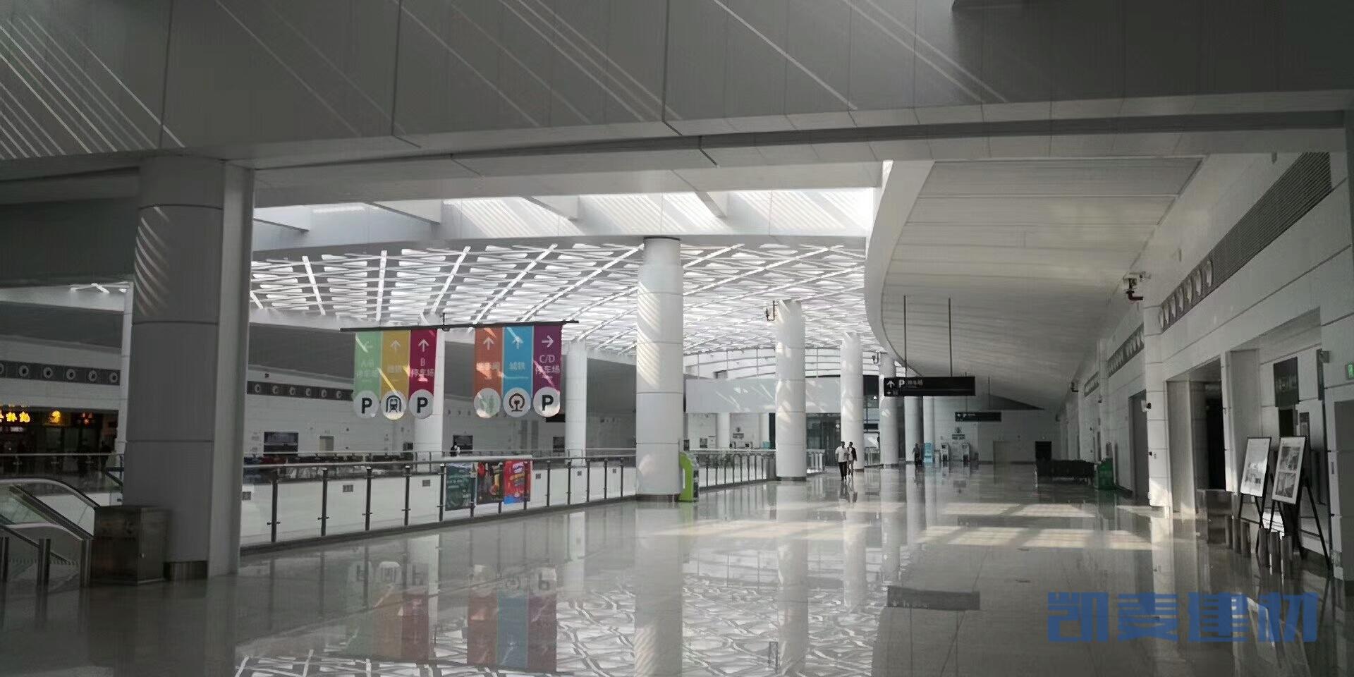 机场餐饮区域安装吊顶铝单板