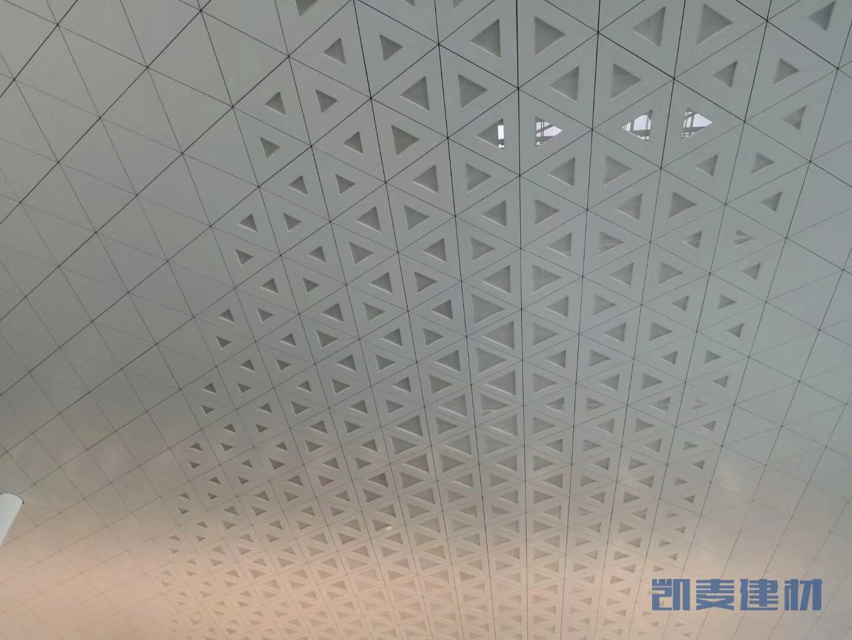 机场候机室三角形造型铝单板吊顶