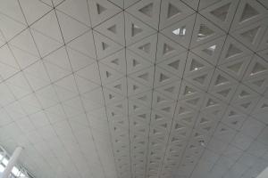 机场候机室三角形凹凸造型铝单板吊顶