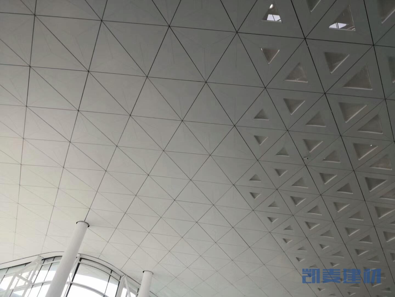 机场候机室三角形平面铝单板吊顶