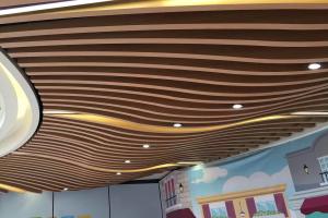 木纹色造型铝方通吊顶