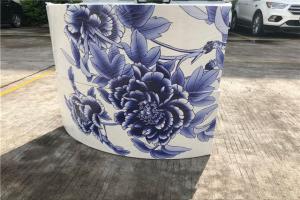 双曲铝板青花瓷花瓶