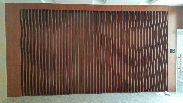 波浪形木纹方通屏风铝板