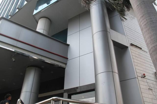 银行外墙银灰色铝单板