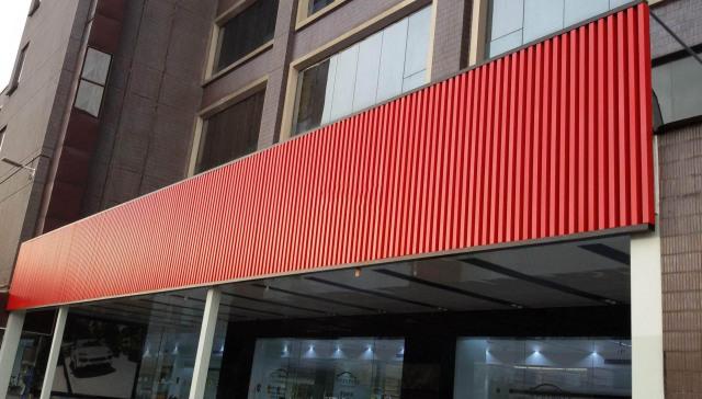 红色门头铝格栅