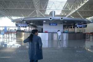 广州白云机场售票厅双曲铝单板