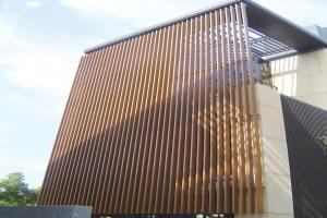 木纹色外墙铝格栅