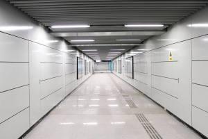 地铁过道墙面烤瓷铝单板