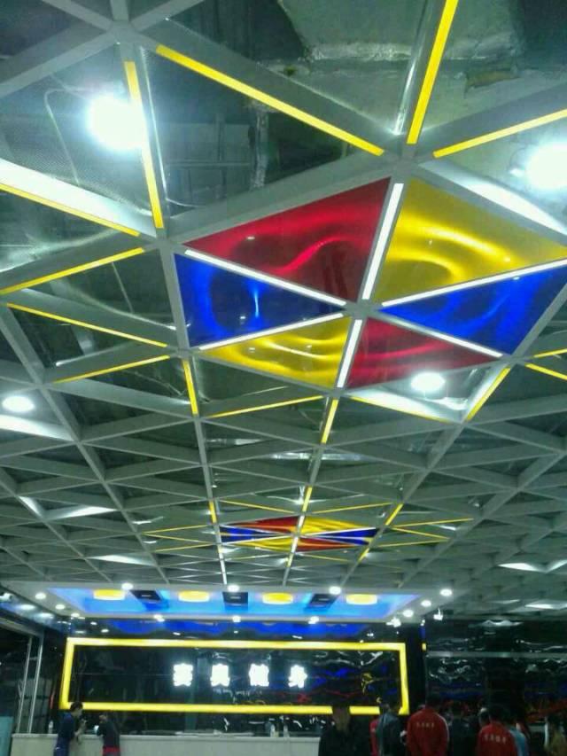 六角形格栅吊顶暗藏灯管