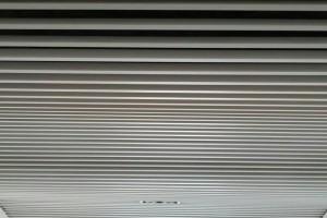 U型铝方通高低波浪造型安装
