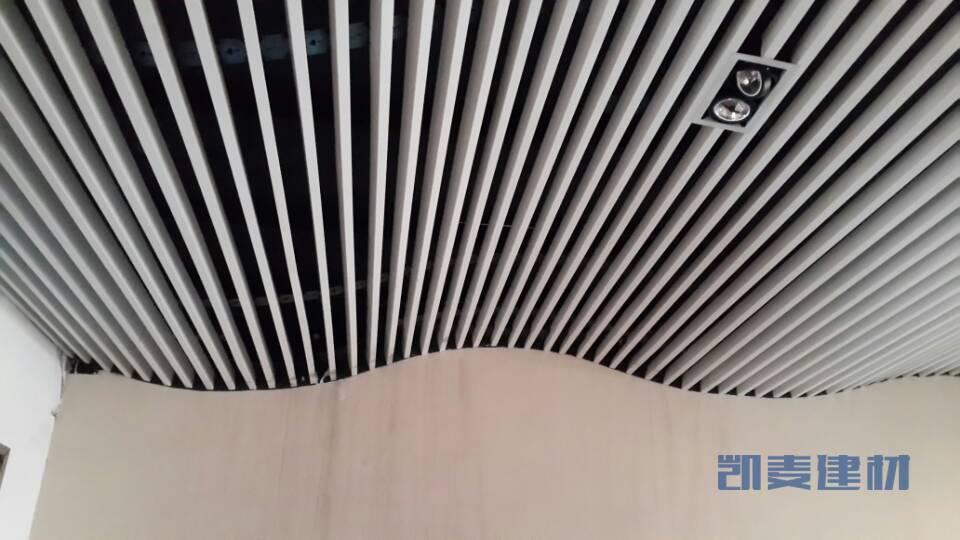 铝方通波浪造型安装侧面细节
