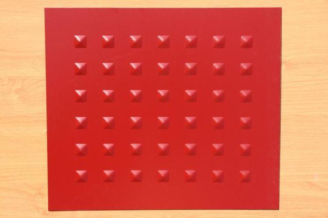 红色压孔铝单板