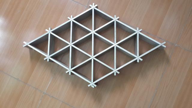 原色三角形铝格栅