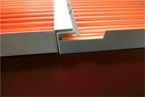 勾搭铝瓦楞板组装