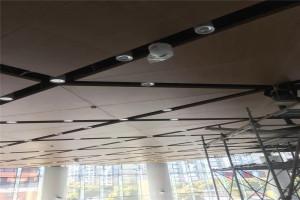 走廊吊顶铝单板 灯槽铝板预留灯孔