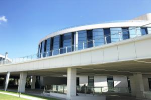 商城中庭弧形铝单板包阳台