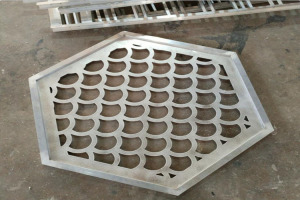 六边形中部镂空鱼鳞形铝单板吊顶