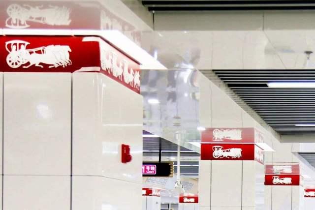 地铁站高光白色烤瓷铝板包柱