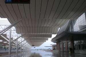高铁站站台吊顶波浪形铝单板