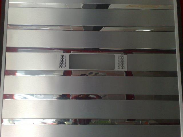 墙面安装铝条扣作为隔断