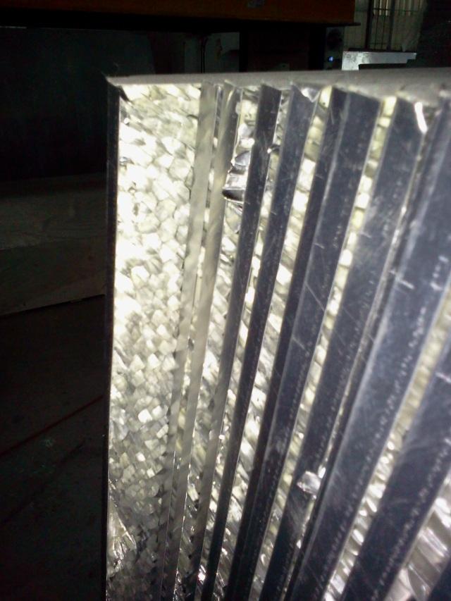 背面热压好的铝蜂窝半成品