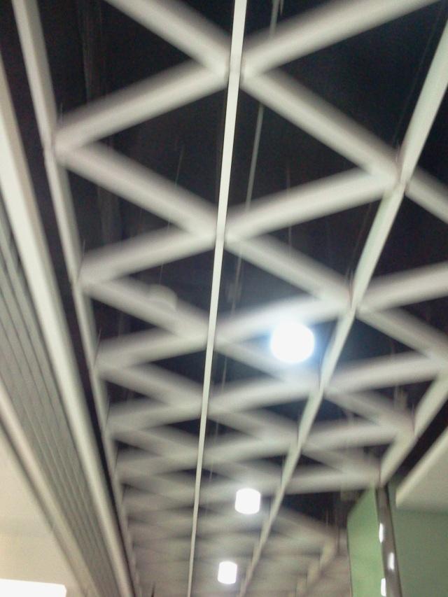 过道安装六边形铝格栅