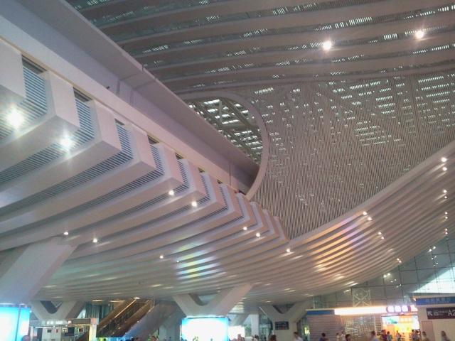 高铁深圳北站室内铝圆管吊顶